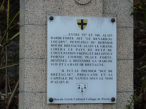Stèle plaque à la mémoire d'Alain Barbetorte au pied du château de Pornic.